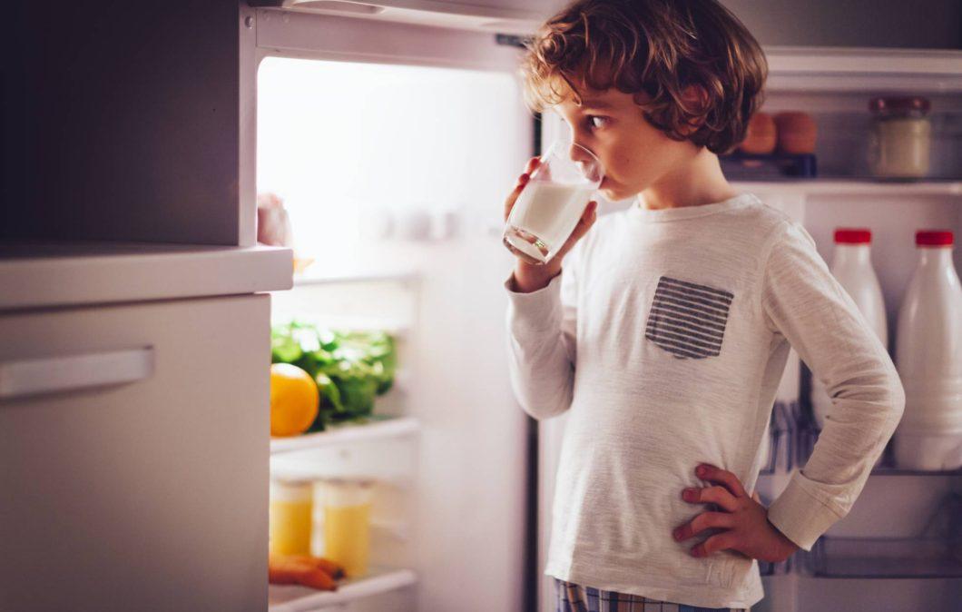 ¿Cuánto tiempo aguanta la leche fresca que compro en el supermercado?